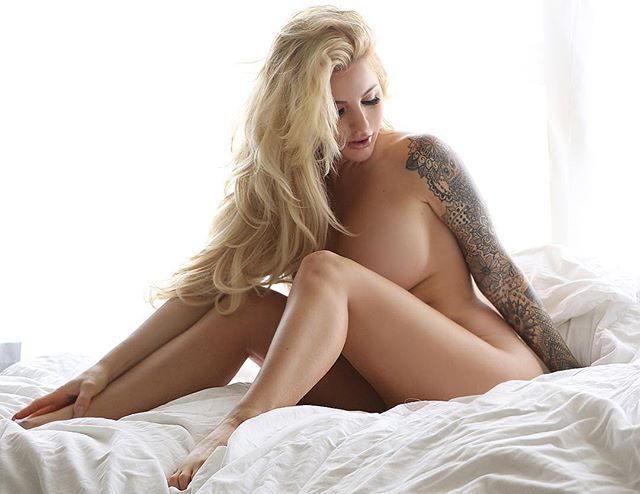 Jessica weaver full naked on bed