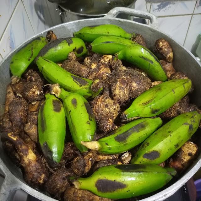 achu in a pot, achu cocoyams, achu banana, cooking achu, bafut, cameroon, northwest region cameroon, meals cameroon