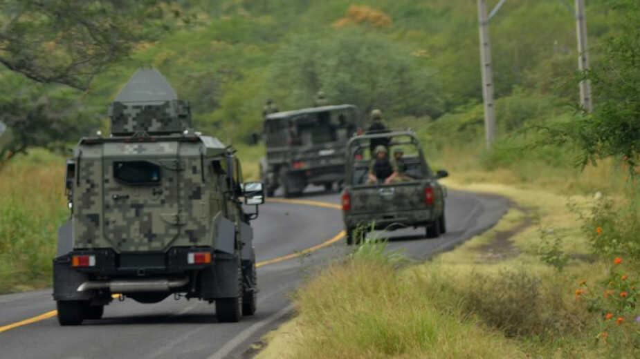 """Mil 700 policías y 700 militares se despliegan en Tierra Caliente para """"Aplacar"""" Narcoguerra entre el CJNG y Carteles Unidos"""