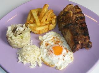 Retete de mancare gratar de porc cu cartofi prajiti si salata de varza,