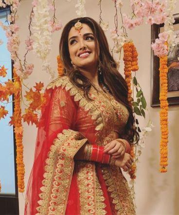 Bhojpuri Actress Amrapali Dubey Hot HD Photos & HD Wallpapers   Amrapali Dubey Hot Selfie