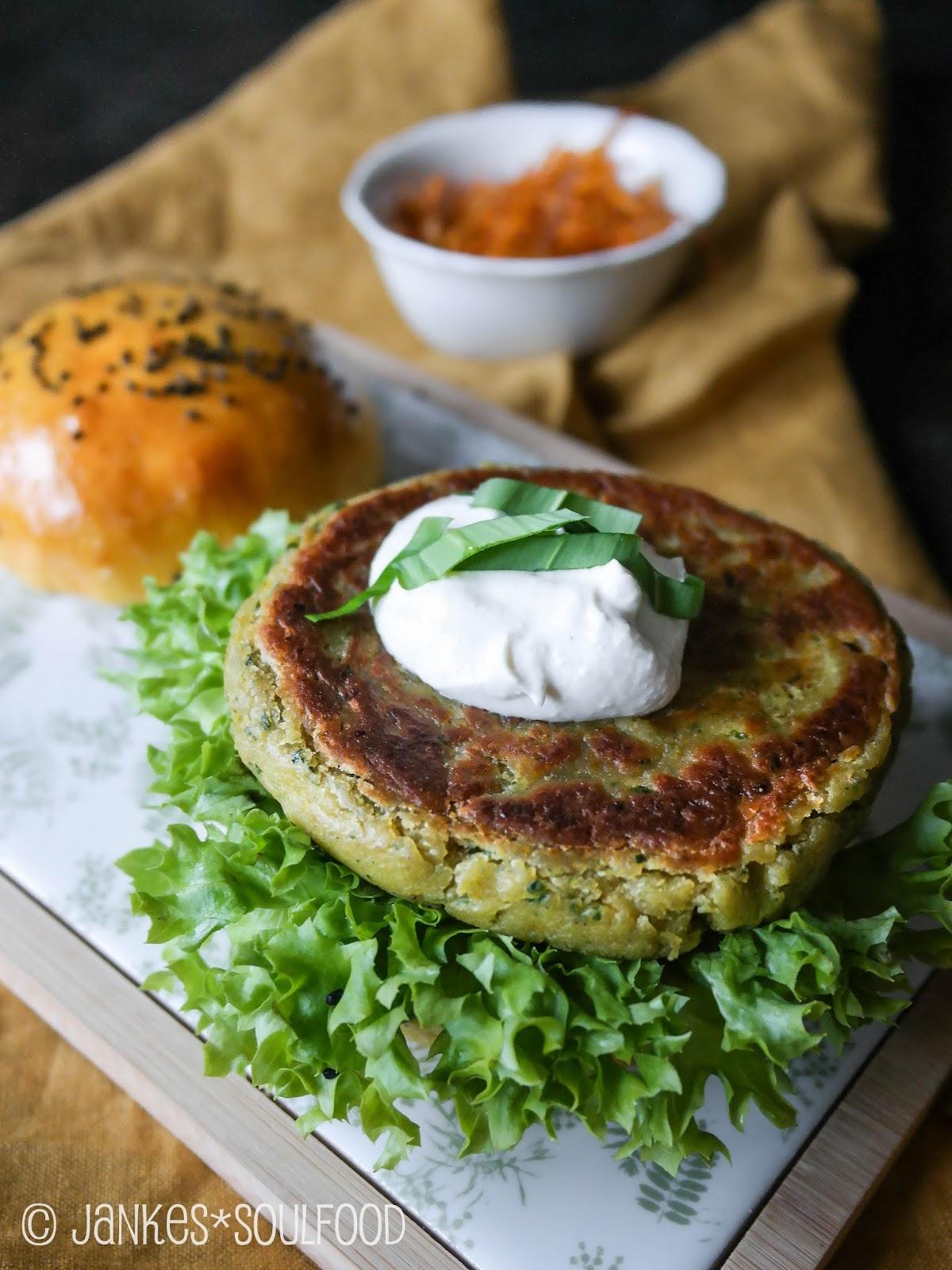 Veggie-Burger mit Bärlauch-Falafel