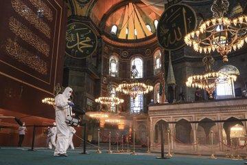 مسجد آيا صوفيا يستعد لاستقبال صلاة العيد لأول مرة - صور