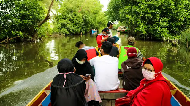 Kampung Solokan Pondok Dua SEDEKAH BARENG NASI BUNGKUS (SEBAR NABUNG)