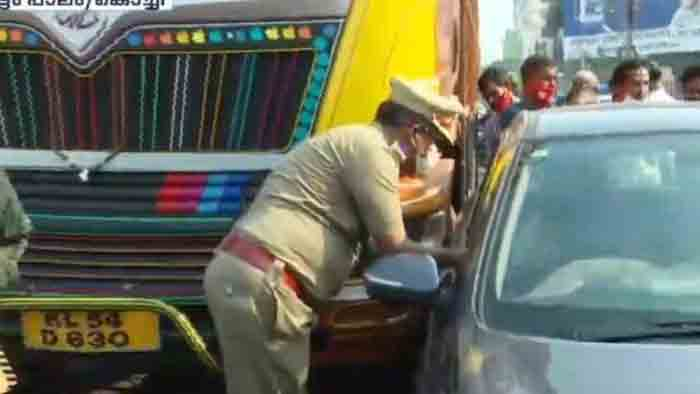Accident on Palarivattom bridge within seconds of inauguration, Kochi, News, Inauguration, Accident, G Sudhakaran, Kerala