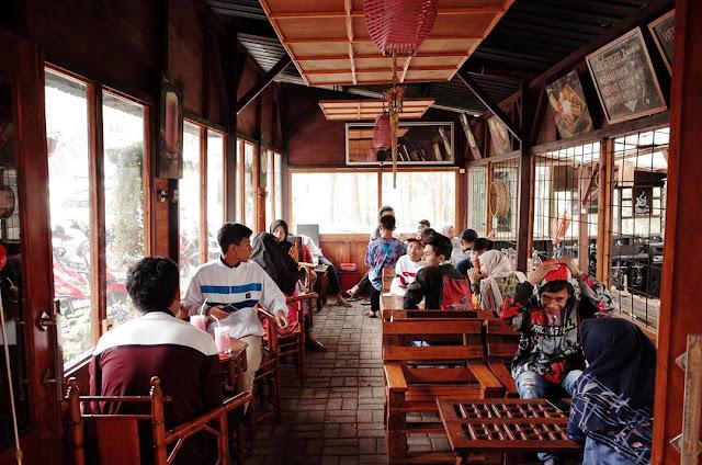 Harga Menu dan Lokasi Cafe Kangen Kaneng Sawiran Pasuruan