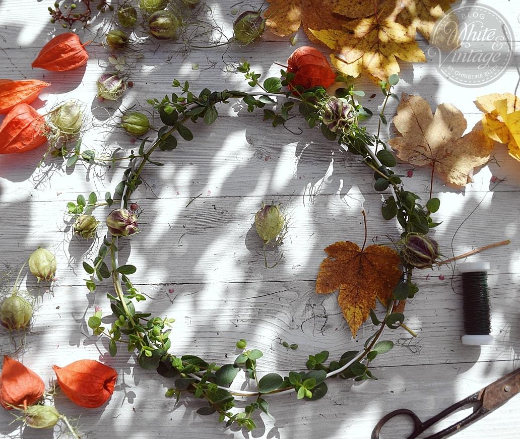 Herbstkranz für Kerzenständer fertigen.