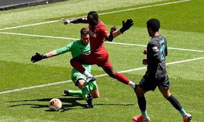 Liverpool đá trận đầu tiên hậu Covid-19: Mane lập công, hạ gục Salah