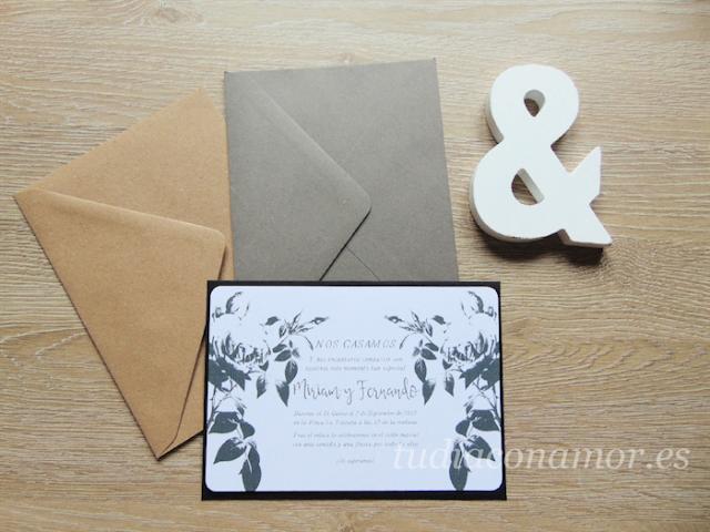 Bonito tarjetón de boda tipo clásico romántico con grabado de rosas en blanco y negro