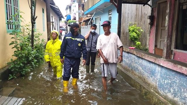 Sejumlah RT di Kelurahan Manggar Terendam Banjir, Bhabikamtibmas Turun Langsung Pantau ke Lokasi