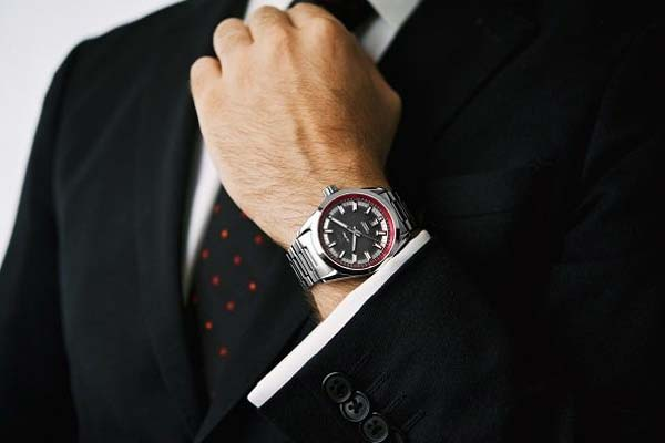 Etika menggunakan jam tangan bagi pria