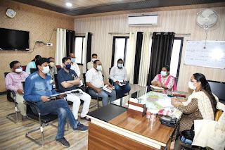 जमुना भिड़े ने सीईओ जिला पंचायत का पदभार ग्रहण कर योजनाओं की समीक्षा की