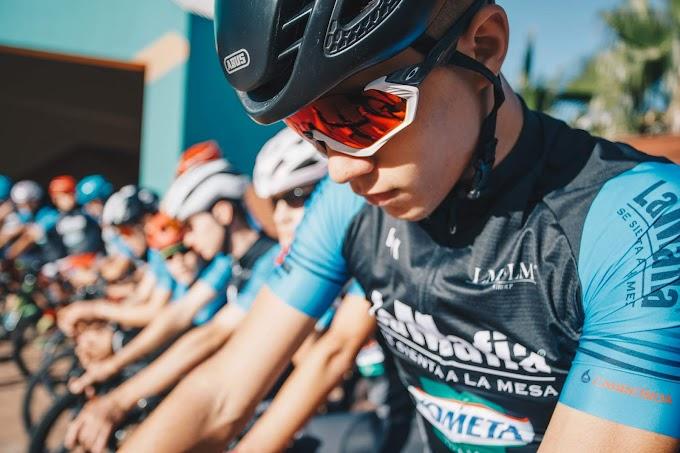 Se anunciaron los ocho corredores seleccionados en el Campus 'La Mafia se sienta a la mesa' que correrán en el Kometa Cycling Team juvenil