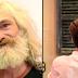 Tunawisma Menangis Setelah Tukang Cukur Memberi Dia Sebuah Makeover Lengkap