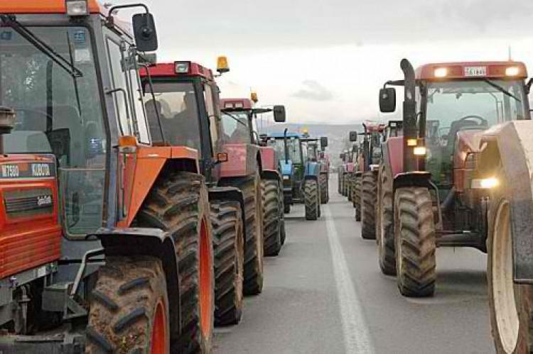 «Ζεσταίνουν μηχανές» για κινητοποιήσεις οι αγρότες