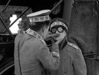 """Кадр из к/ф Чарли Чаплина """"На плечо"""" / Shoulder Arms (1918) - 29"""