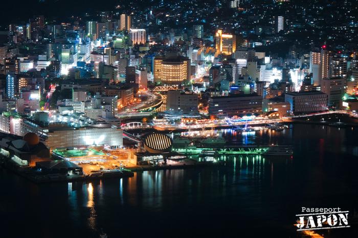 Vue sur le port de plaisance nocturne, mont Inasa, Nagasaki