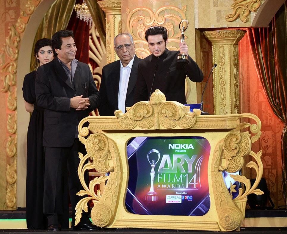 Bilal Lashari wins Best Director at ARY Film Awards 2014