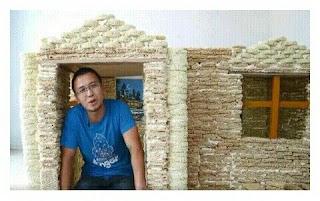 Viral Pria China Bangun Rumah Dengan 2000 Mie Instan