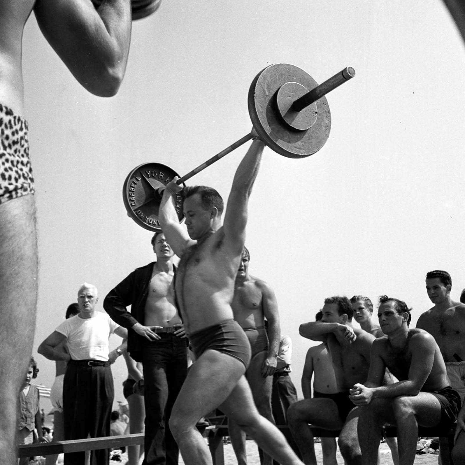 Lifting at the Muscle Beach.