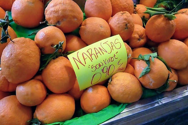 Things to do in Palma de Mallorca - shop for oranges at Mercat de L'Olivar