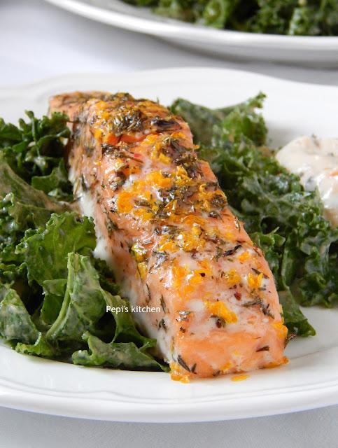 Ψητός Σολομός με Σαλάτα Kale και dressing με Σησαμέλαιο, Σκόρδο και Τζίντζερ