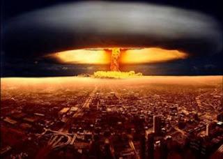 فيزياء ذرية ، قنبلة نووية ذرية ، قنبلة هيدروجينية ، ما هو الفرق الجوهري بين القنبلة الذرية والقنبلة الهيدروجينية ؟