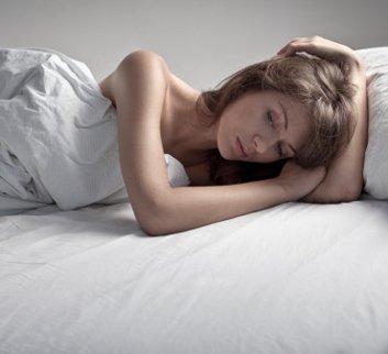 6 cara untuk menenangkan pikiran Anda agar tidur lebih nyenyak