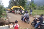PT.Medan Smart Jaya Bantu Warga Perbaiki Saluran Air Persawahan Gampong Tualang
