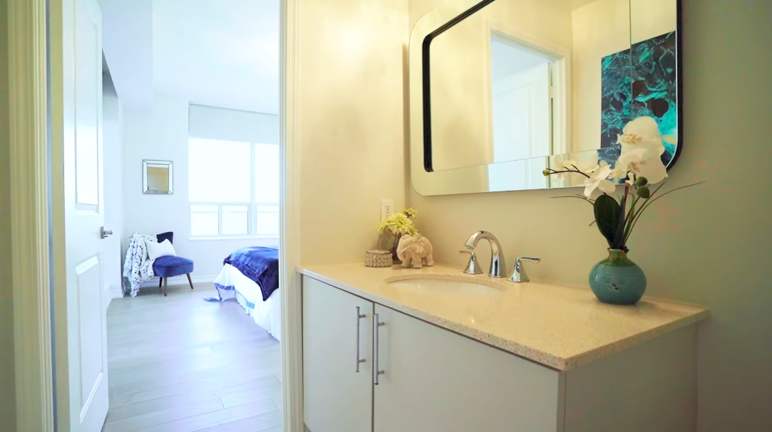 23 Interior Design Photos vs. Tour 508-4196 Dundas St W, Toronto, ON