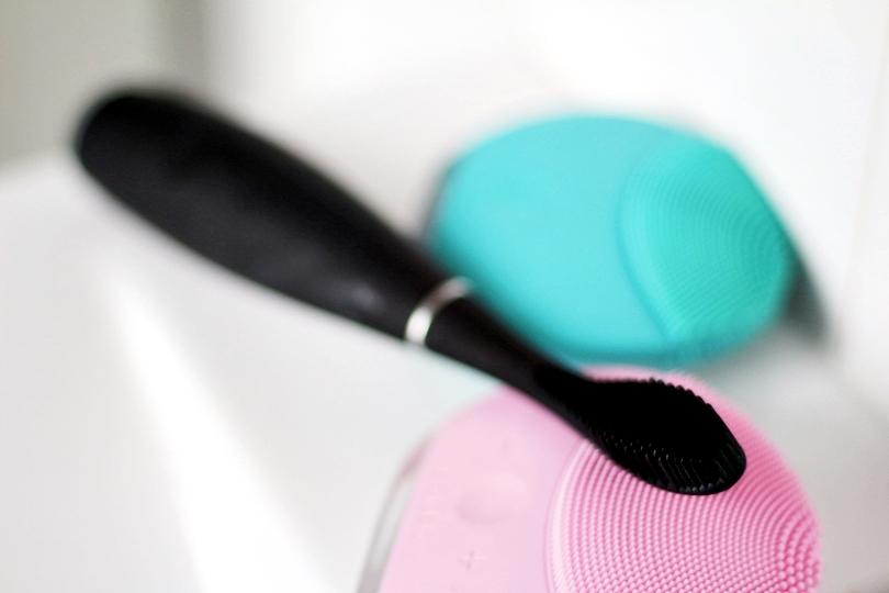 beauty, issa, szczoteczka soniczna, foreo, luna mini, douglas, szczoteczka elektryczna do zębów, szczoteczka do zębów, nadwrażliwość zębów, krwawienie dziąseł,