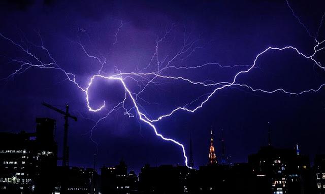 SHOCKING 440-MILE-LONG MEGAFLASH LIGHTNING BOLT SHATTERS WORLD RECORD