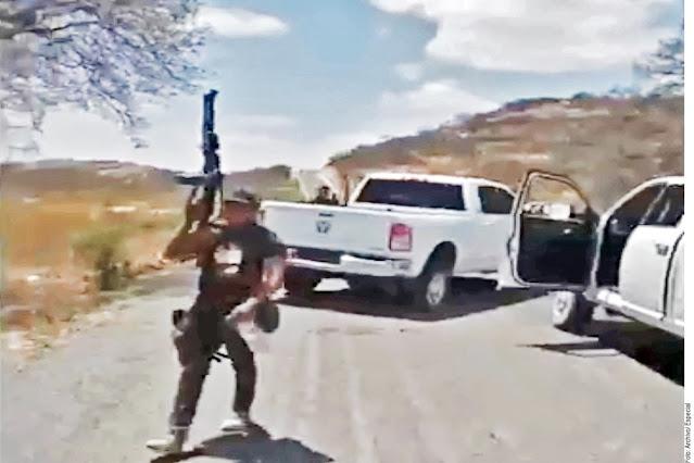 """Sicarios del Mencho y del CJNG patrullan calles de poblado tras """"correr"""" al Ejército"""