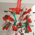 http://unhogarparamiscositas.blogspot.com.es/2015/12/corona-de-navidad-de-andar-por-casa.html