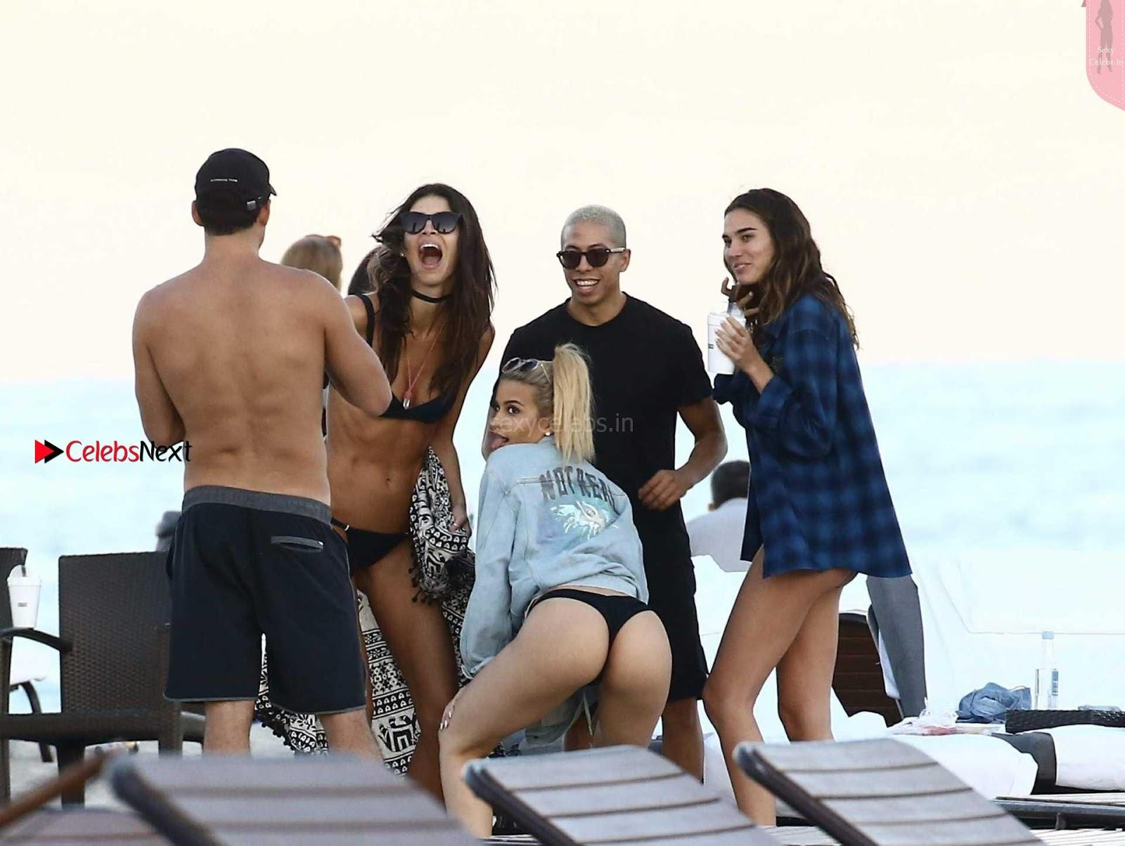 Rachell Vallori in Sexy Bikini Candids WOW Cleavages
