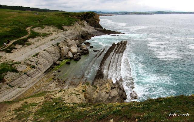 Viajar por la Costa Quebrada en Santander. Rutas por la Costa Quebrada. Qué ver por la Costa Quebrada