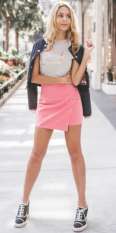 Spring is here! Need spring outfit inspiration? Check out these 29 Chic Spring Outfits That Look Effortlessly Sexy and Cool. Pink Mini Skirt   Spring Fashion + Spring Wear via higiggle.com #fashion #spring #style #chic