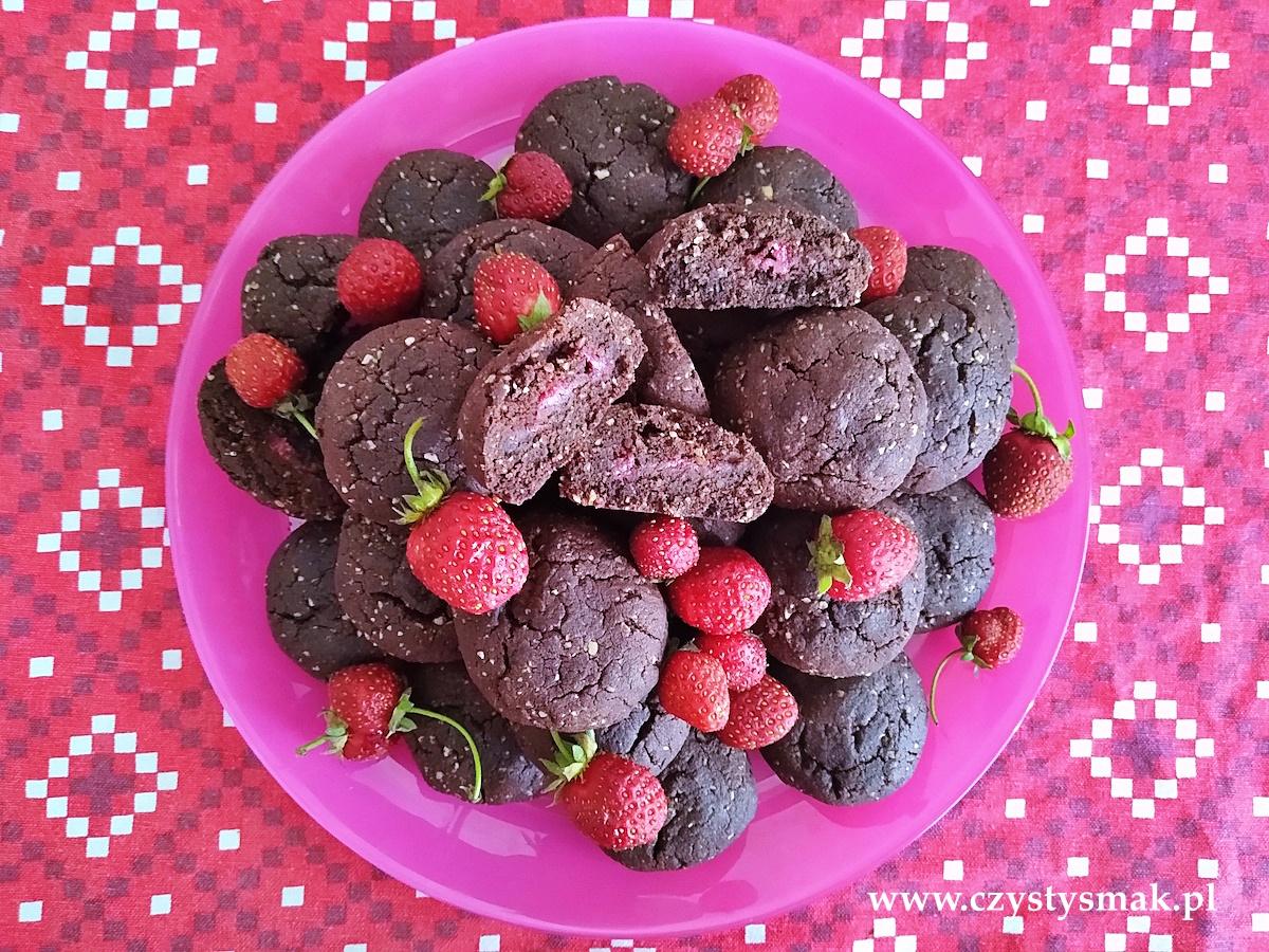 Ciasteczka brownie z truskawkami