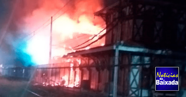 PF investiga as causas do incêndio no casarão histórico da estação de Japeri
