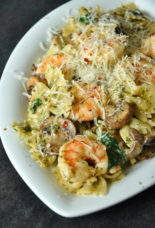 Shrimp Pesto Pasta with Spinach and Mushrooms