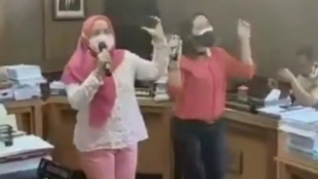 Duh! Anggota DPRD Solo Karaoke Bersama di Ruang Komisi saat PPKM Darurat, Videonya Viral