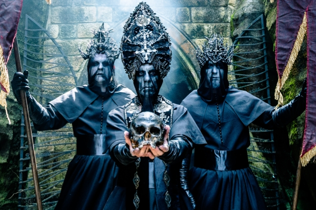 "Behemoth disponibilizam videoclip para ""Rom 5:8"""