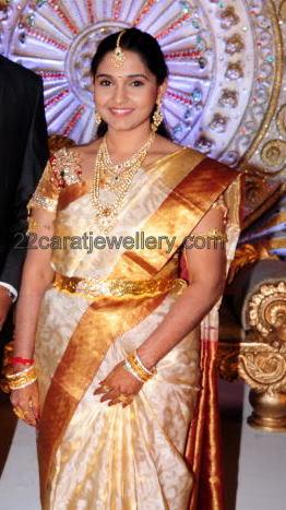 Aryan Rajesh Wife Reception Jewelry Jewellery Designs