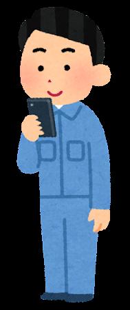 スマートフォンを使う作業員のイラスト(男性)