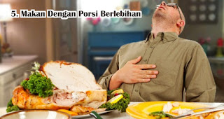 Makan Dengan Porsi Berlebihan harus dihindari saat berbuka puasa