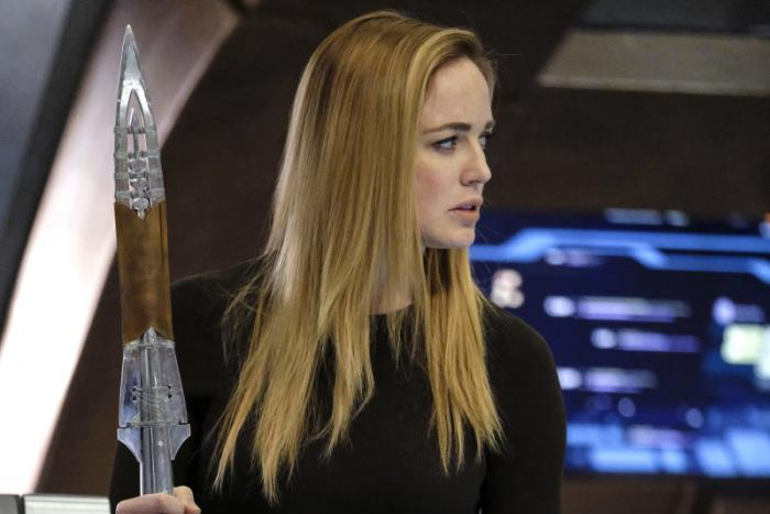 Fotografía de Caity Lotz en 'Legends of Tomorrow' interpretando a Sara Lance
