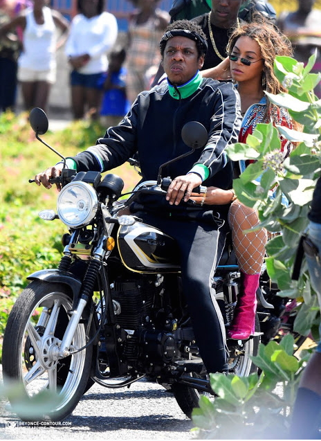Beyoncé-JAY-Z-ride-motorcycle-in-Jamaica-2
