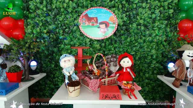 Mesa temática de festa Chapeuzinho Vermelho