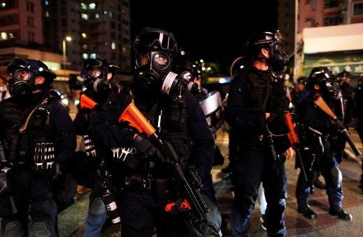 Policía antidisturbios dispersa manifestaciones en Hong Kong