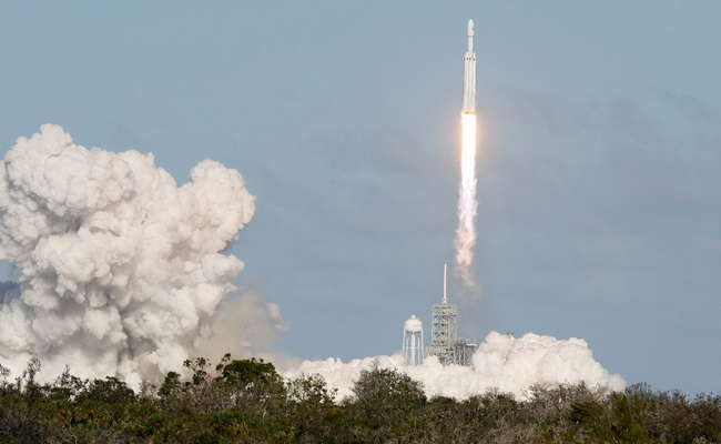 Tinuku SpaceX Falcon Heavy was successful in its first launch